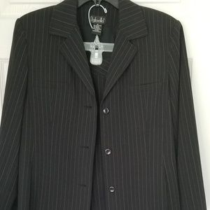 Womens 2 piece suit (pants and blazer)